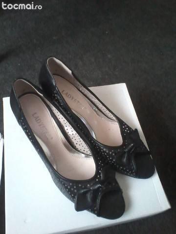 Pantofi 3 perechi diferite modele