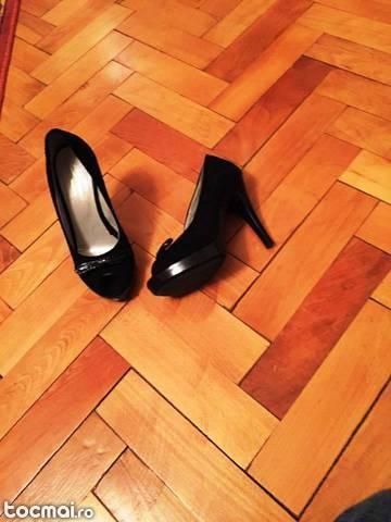 Pantofi piele intoarsa de culoare neagra