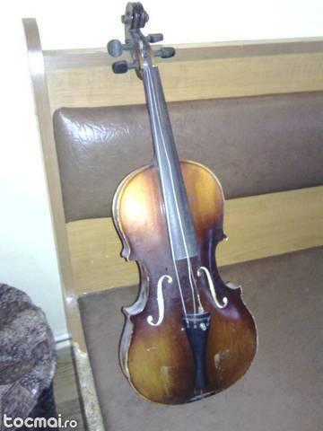 acordeon nou si vioara veche