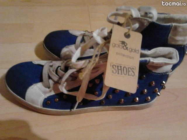 Pantofi pentru femei foarte la moda