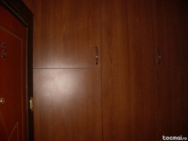 dulap cu tre usi de hol sau camera