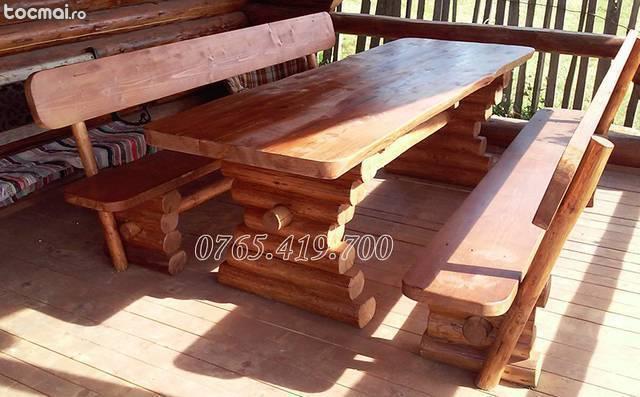 Masa din lemn rotund cu banci