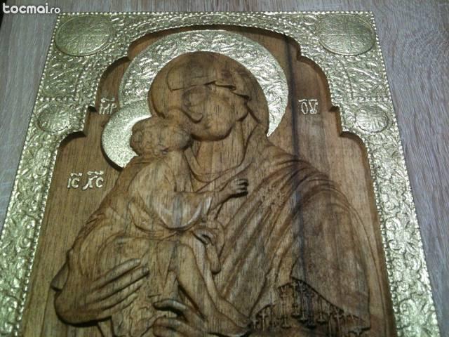 Fecioara Maria cu Pruncul - icoana sculptata