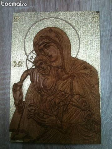 Sfanta Fecioara cu Pruncul - icoana sculptata